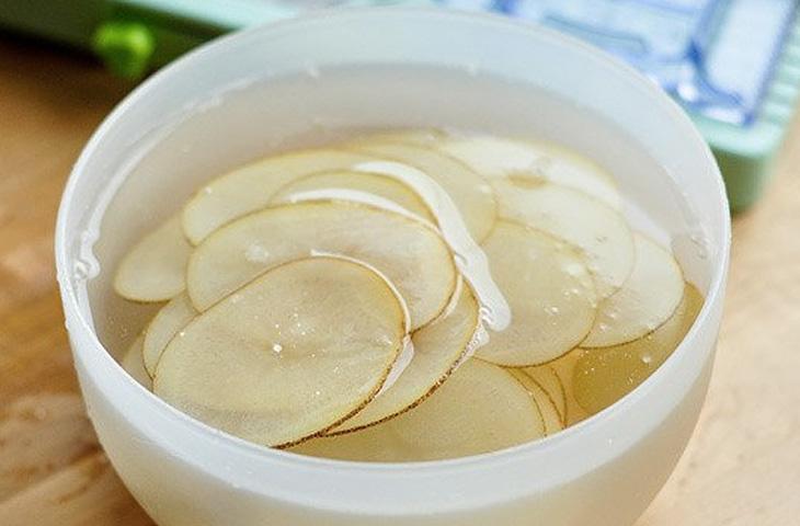 Картошку в микроволновку: за минуту делаем чипсы вкуснее чем из магазина