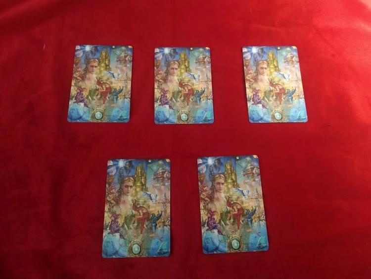 Выбираем одну из пяти карт