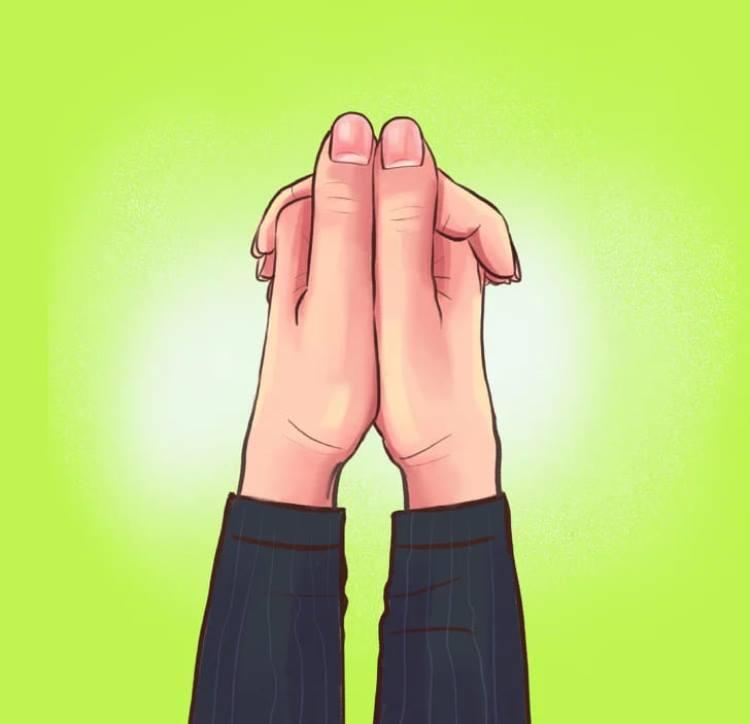 Большие пальцы лежат ровно