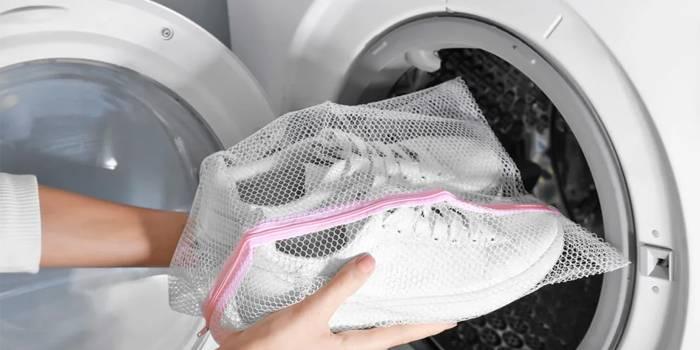 Чистка белой обуви из ткани