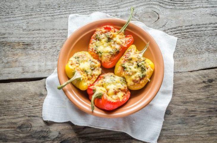 Перцы, фаршированные морепродуктами и овощами