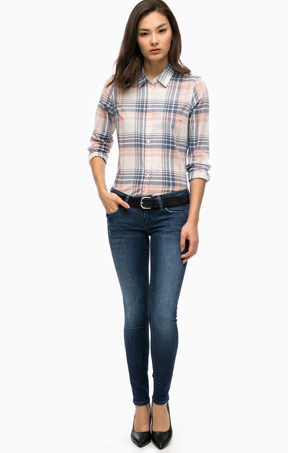 Приталенные рубашки и низкие джинсы