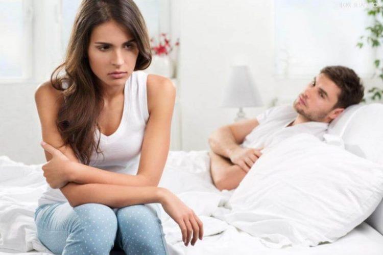 Как ведёт себя женщина с низкой самооценкой?