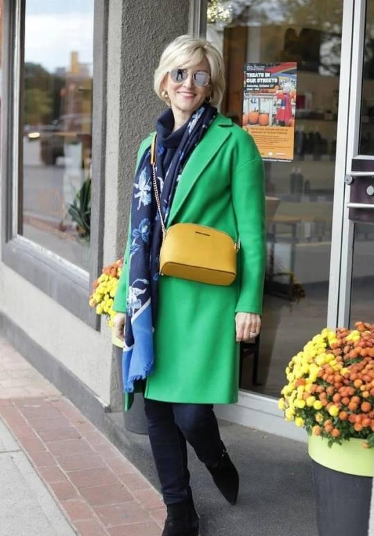 После 50 вы имеете право носить яркие вещи. Подборка стильных образов