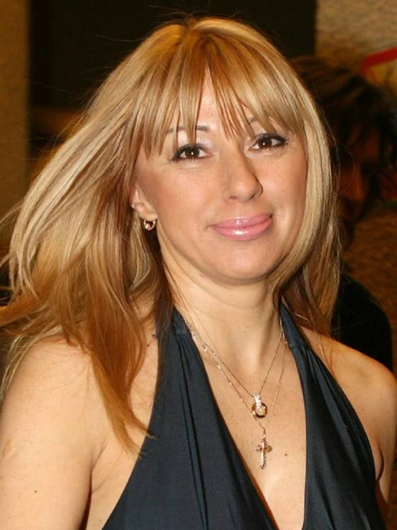 Алена Апина с длинными волосами