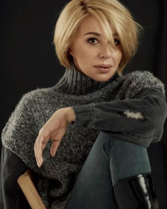 Алена Апина с короткой стрижкой