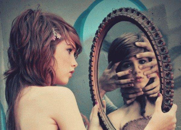 13 слов, которые лучше не произносить перед зеркалом