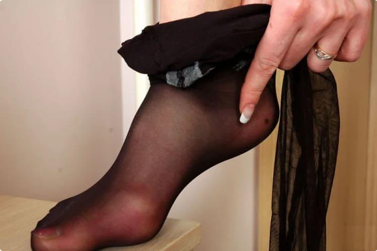 Колготки постоянно рвались на больших пальцах ног. Расскажу 2 способа, как решить эту проблему