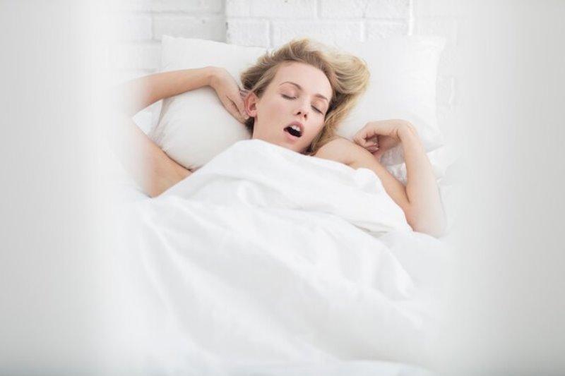 Почему полезно спать голой и держать ноги в заварке. 9 гигиенических хитростей