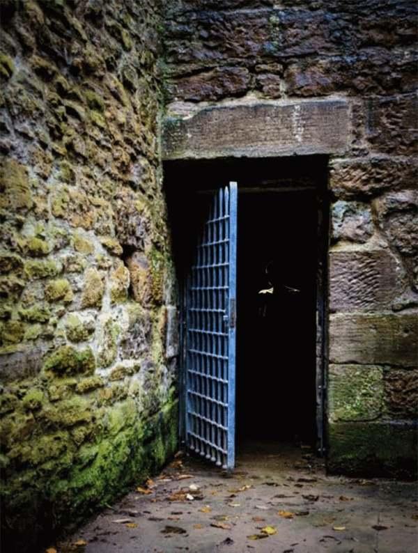 №8 - Дверь в тюрьму
