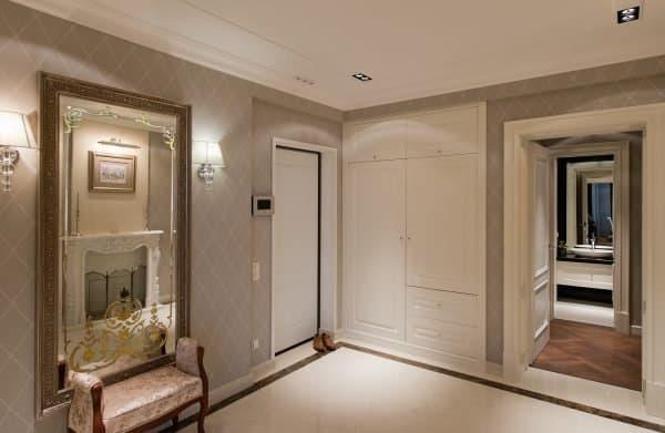 Почему нельзя вешать зеркало напротив входной двери