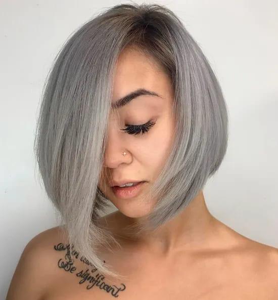 Ассиметричный боб на платиновых волосах