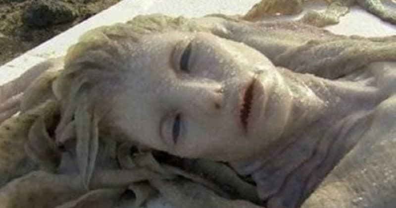 В Китае вынесло на берег живого человека-амфибию