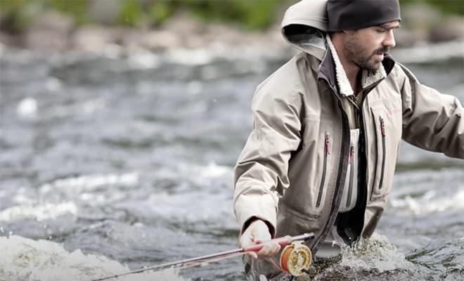 Рыбак спас медвежонка, а на следующий день к нему на берег пришла медведица