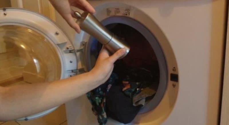 Зачем перед стиркой нужно добавить в машинку черный перец: совет от опытной хозяйки